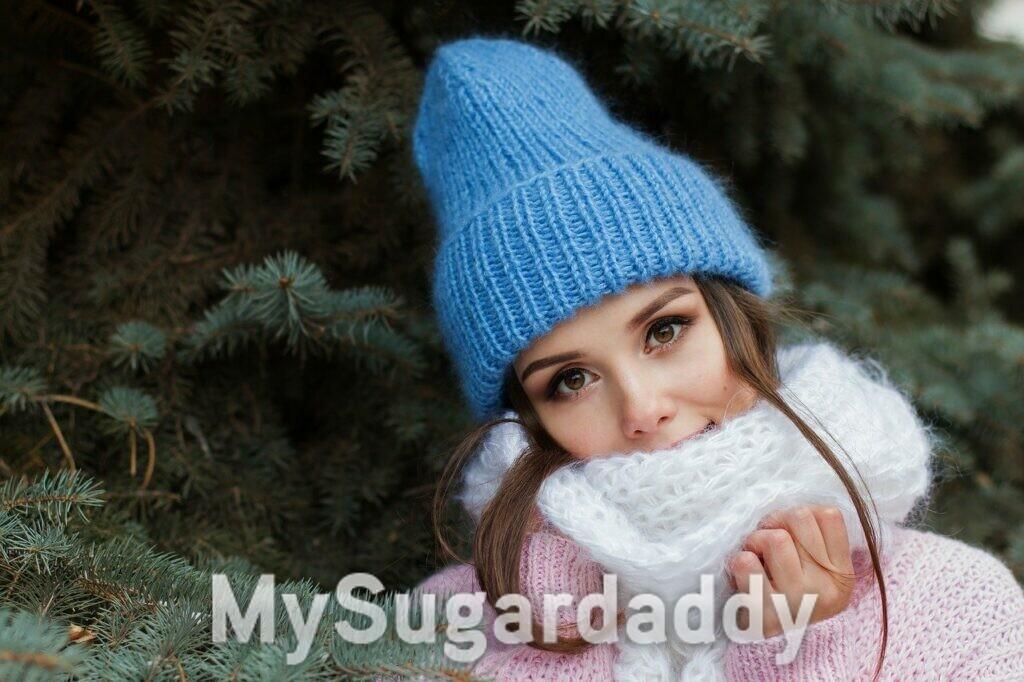 ragazza con sciarpa durante la stagione invernale