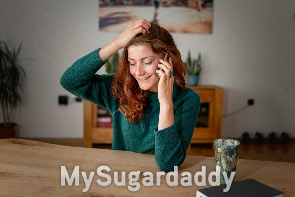 errori in chat - ragazza con i capelli rossi che telefona